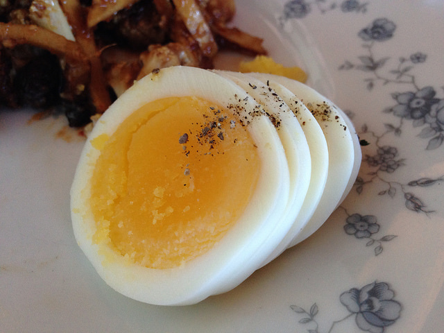 ultimate guide to cooking and peeling hard boiled eggs