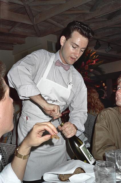 The Basics of Upselling Restaurant Items   Chef Works Blog